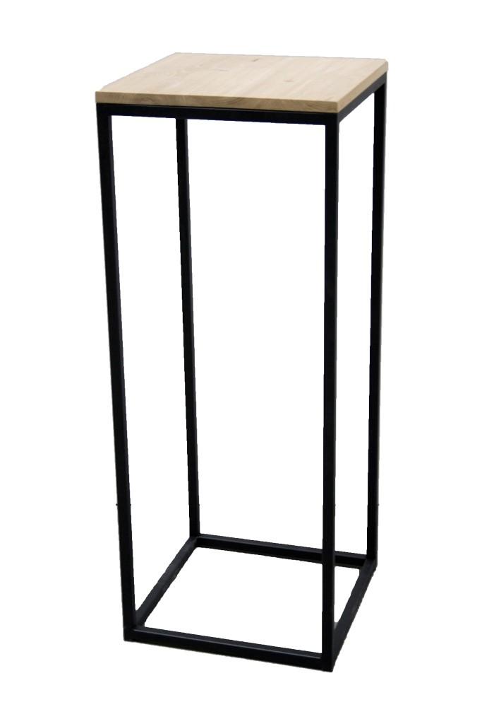 Demontiebarer schwarzer sockel im industrie-design